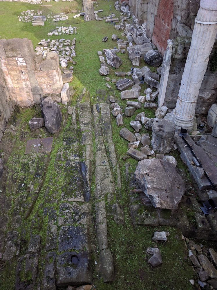 Forum of Nerva: solchi lasciati dalle ruote dei carri sul piano pavimentale in tufo