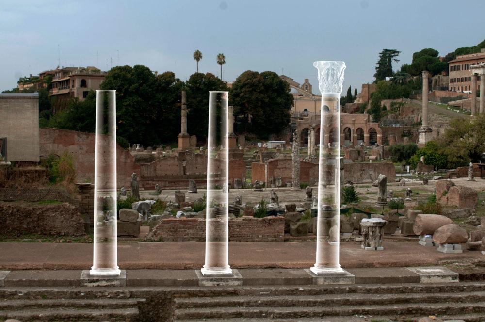 Rendering di tre colonne. Su quella a destra è visibile il capitello